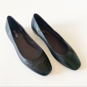 Vaneli Black Leather Flats Round Toe Women's 5.5
